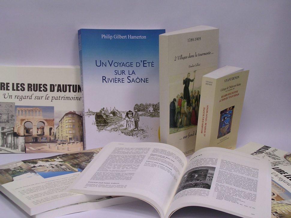 Tisk publikací, výroční zprávy, brožovaných knih, skript aučebnic